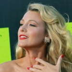 Blake-Lively-a-l-avant-premiere-de-Savages-a-Hollywood-le-25-juin-2012 (9)