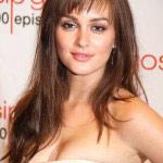 La-brunette-aussi-jolie-que-sa-co-star_portrait_w674