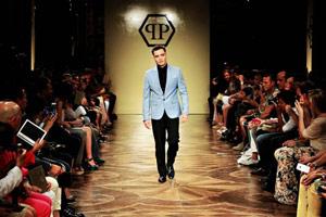 Ed Westwick : nouvelle égérie de Philipp Plein, il a défilé pour la marque à Milan !