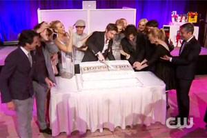 S05E13 : L'équipe fête le 100ème épisode de la série (vidéo)
